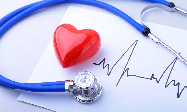 como hacer para bajar los latidos del corazon