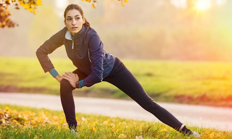 Ejercicios de estiramiento dinámico que mejoran tu flexibilidad, según la entrenadora Noe Todea