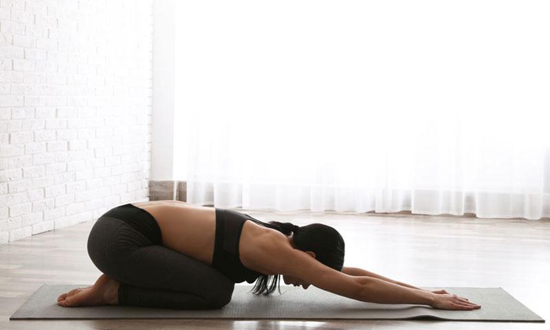 Yoga Posturas Para Principiantes Para Relajarte En La Cuarentena Foto 1