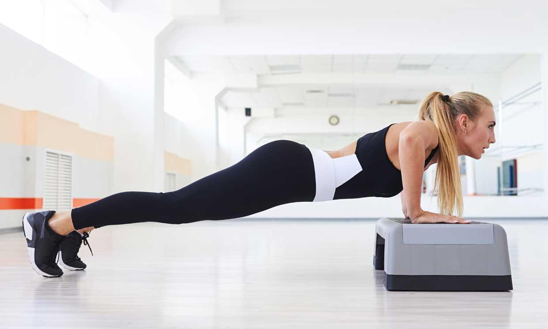 Ejercicios con 'step' para activar cada músculo de tu cuerpo