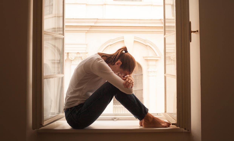 Miedo a salir de casa tras la cuarentena: así se manifiesta el 'síndrome de la cabaña'