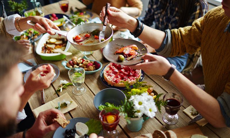 Comer saludable con amigos