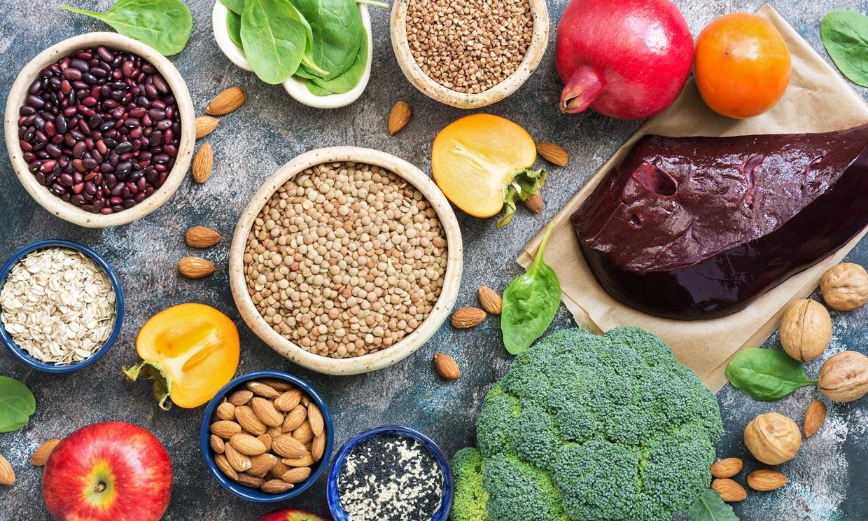 Los alimentos que no pueden faltar en tu dieta si tienes anemia