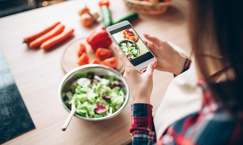 6 alimentos para picar entre horas y evitar la sensación de hinchazón