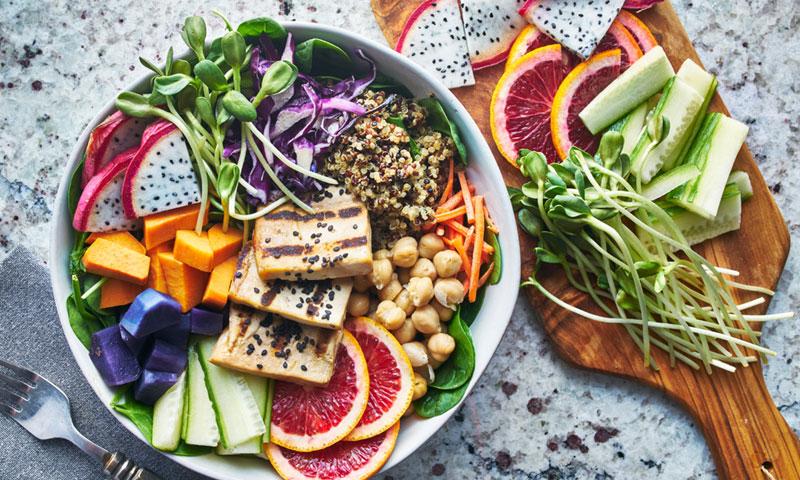 Los alimentos con menos calorías pero que te dan energía si estás a dieta para adelgazar