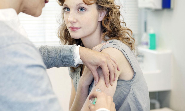 ¿Tengo que vacunarme de la gripe para evitar las complicaciones de la Covid-19?