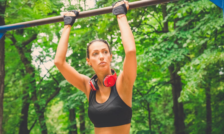 Las dominadas: un ejercicio de fuerza básico para adelgazar y ganar masa muscular