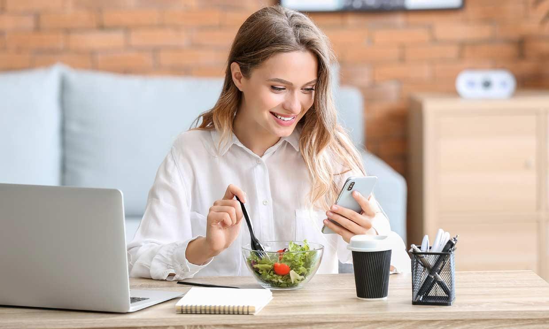 Consejos para comer bien durante la jornada laboral (en casa o en la oficina)