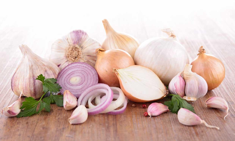 ¿Ajo o cebolla? Las propiedades saludables de estos dos alimentos imprescindibles en la cocina