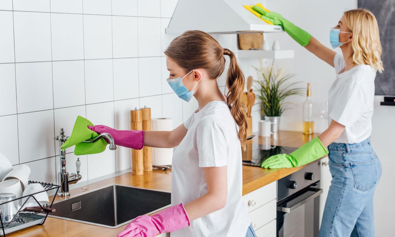 Este es el gesto que evita el contagio de coronavirus en casa