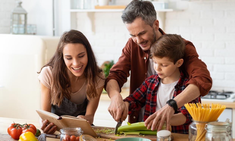 Las ventajas de aprovechar las restricciones horarias para cenar más temprano