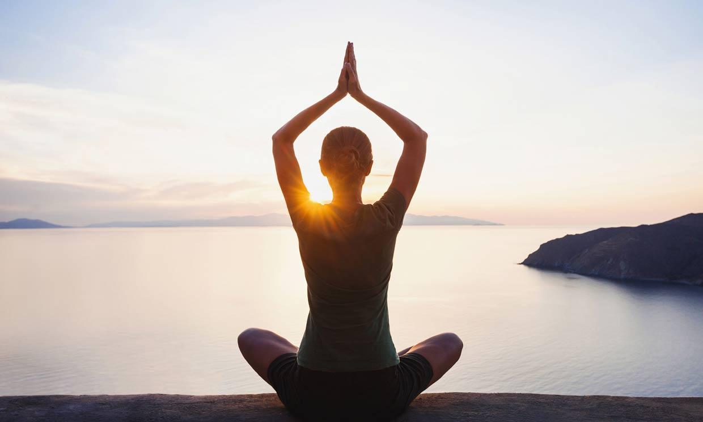 Las cinco mejores posturas de yoga para relajarte en momentos de estrés