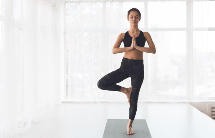 Los beneficios de la postura del árbol en yoga