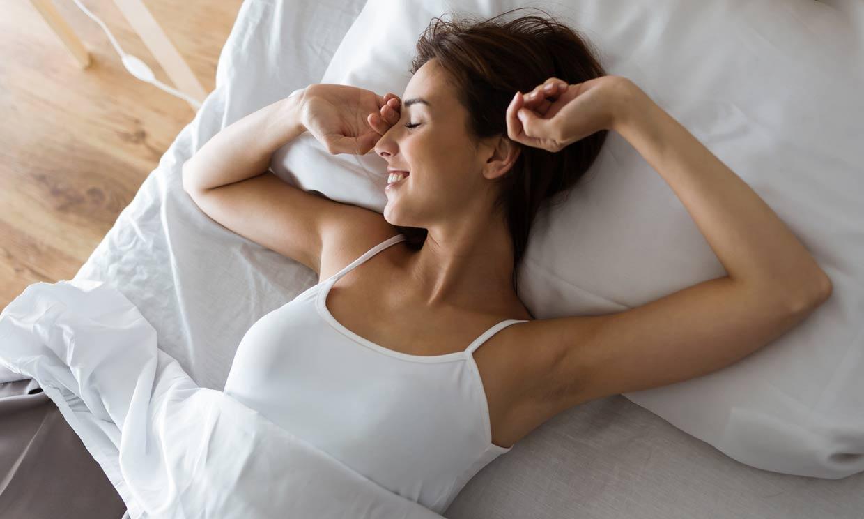 Sí, estos hábitos te ayudarán a dormir mejor (y a que 2021 no te quite el sueño)