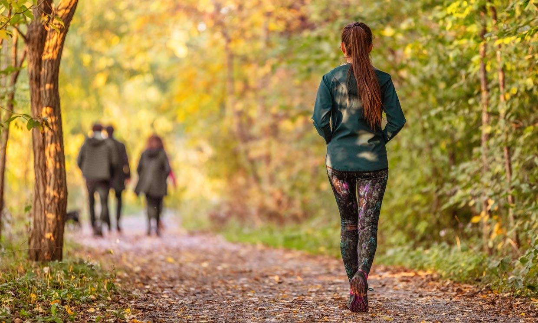 El ejercicio más fácil y saludable: una hora de caminata al día