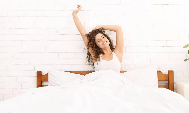 Si tienes estos hábitos nada más levantarte, tal vez deberías cambiarlos