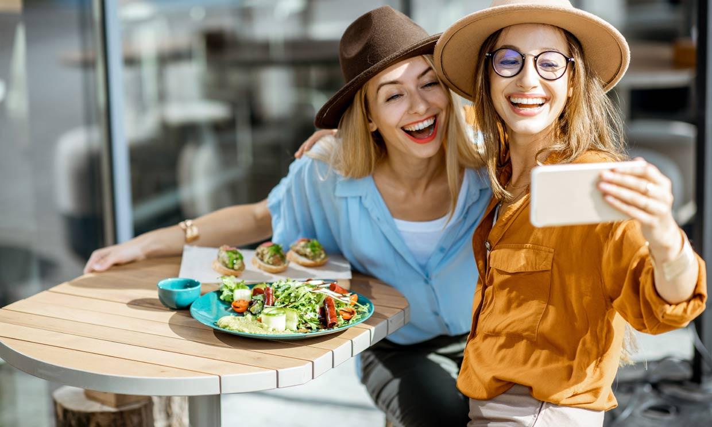 Cómo puedes ayudar a una persona cercana que se quiere poner a dieta (para no boicoteársela)