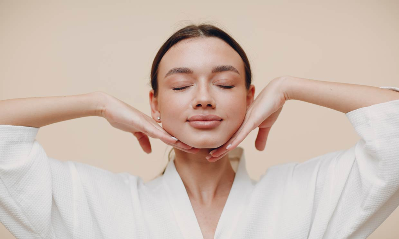 Yoga facial, los ejercicios que necesitas para parecer más joven