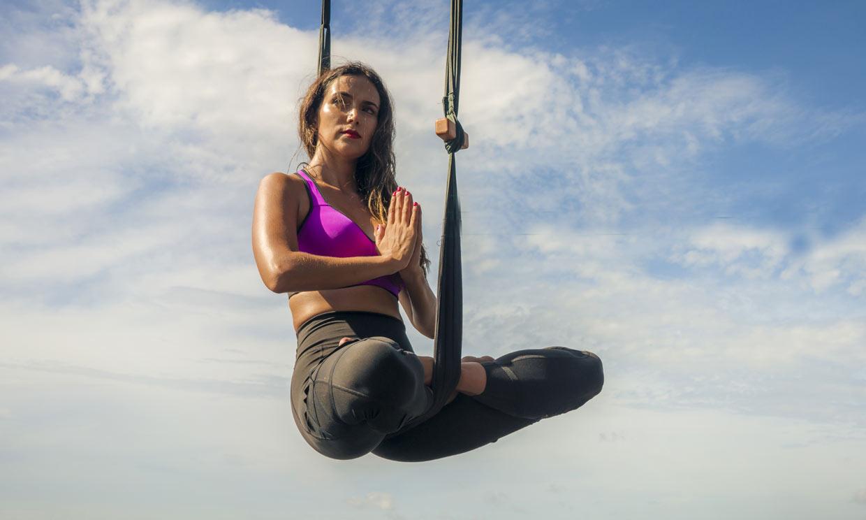 ¿Qué es el yoga aéreo y qué beneficios te aporta?