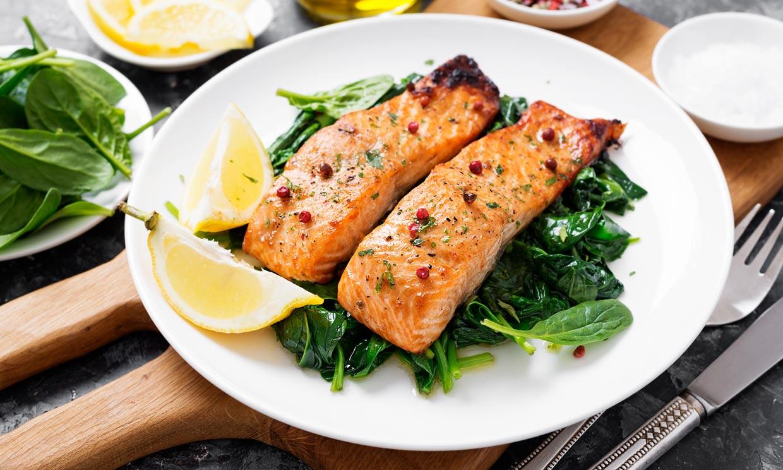 Comer pescado azul, beneficioso en personas con riesgo de desarrollar la enfermedad de Alzheimer