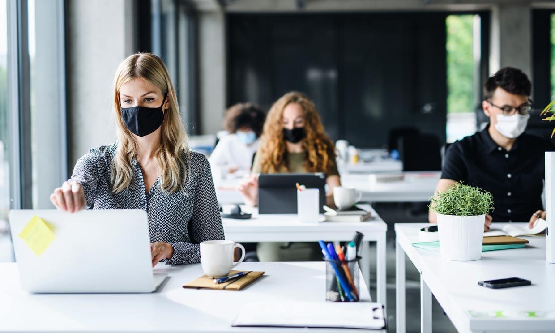 Consejos para afrontar el estrés laboral si tienes que volver a la oficina
