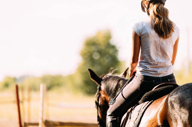 mulher cavalgando