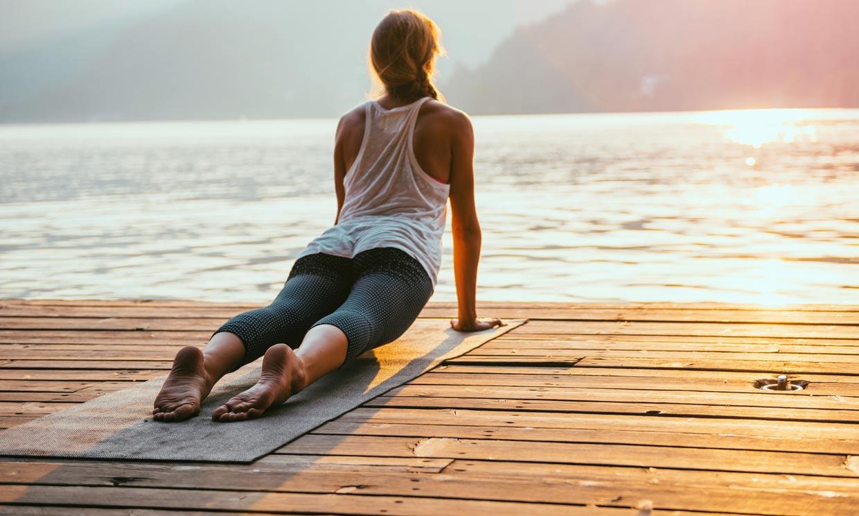 Las posturas de yoga que te ayudan a tonificar tu cuerpo para el verano