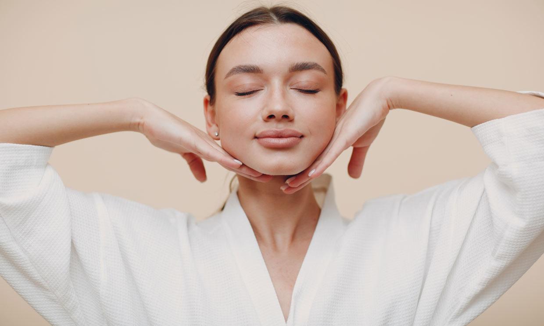Un novedoso método para aliviar la tensión de tu rostro en solo 10 minutos
