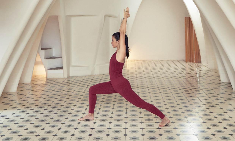 Estas son las posturas de yoga fáciles que te recomienda Xuan Lan