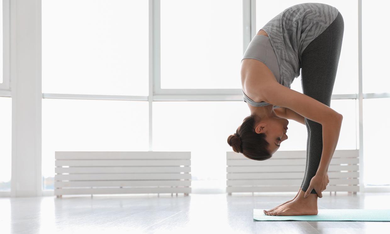 Estira tu cuerpo y consigue más flexibilidad con esta postura de yoga