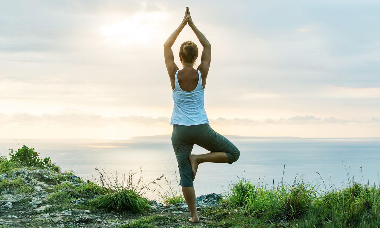 ¿Te apetece empezar a hacer yoga? Estas 3 posturas son fáciles y relajan