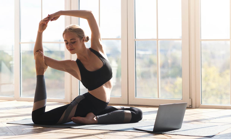 6 posturas de yoga que te ayudan a perder peso y fortalecer tu cuerpo