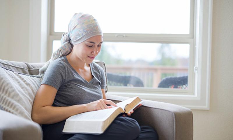 Cómo mejorar la atención a los adolescentes supervivientes de cáncer