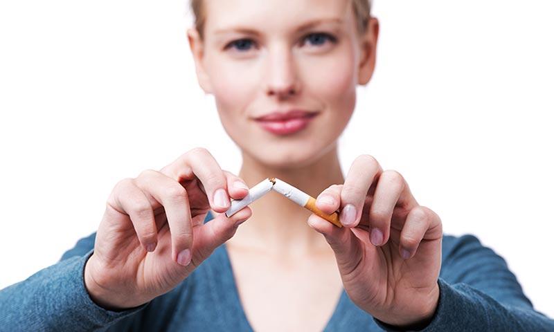 Dejar de fumar previene el cáncer, la infertilidad e, incluso, los callos en los pies