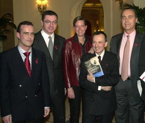 Octavio Aceves reúne a 25 grandes damas de la sociedad en su último libro