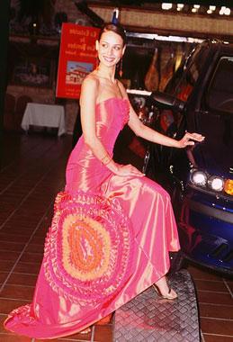 Eva González, Miss España, posa con los vestidos que lucirá en Miss Universo