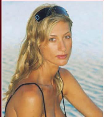 Mónica Pont posa feliz en su cuarto mes de embarazo. El primer hijo de la popular actriz y su marido, Javier Sagrera, será niño y se llamará Javier - 2003-08-13-a