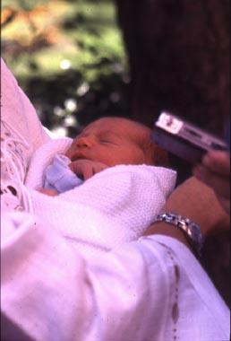 Alejandra Martos, hija de Raphael y Natalia Figueroa, nos presenta a su primer hija, Manuela