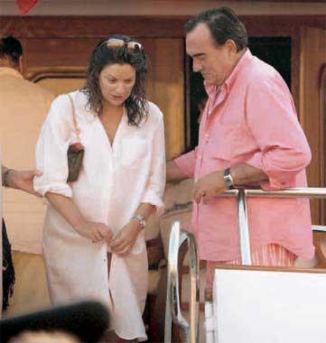 Fernando Fernández Tapias y Nuria González felices tras el nacimiento de su hijo