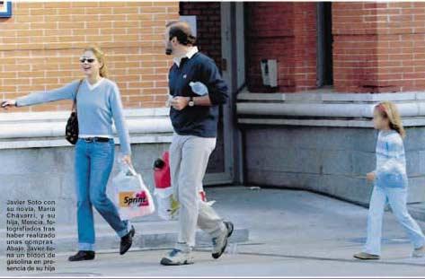 Javier Soto de compras con su hija Mencía y su prometida, María Chávarri