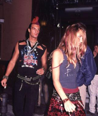 Rafael Medina, duque de Feria, sorprendió en una fiesta con su extravagante disfraz 'punk'