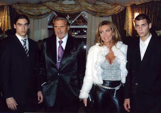 Marc Ostarcevic celebra su cumpleaños con Norma Duval y sus hijos