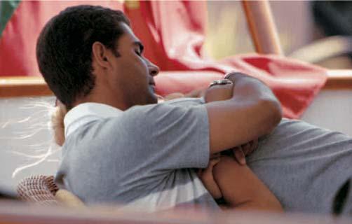 Athina Roussel y su novio, Doda Miranda, por primera vez con el padre de ella