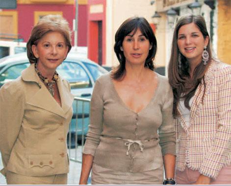 Carmen Martínez-Bordíu acompañó a su futura nuera a la prueba de su vestido de novia