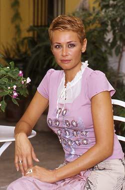Esther Arroyo está esperando un hijo