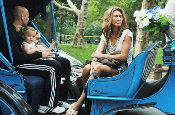 André Agassi descansa entre partido y partido con su mujer y sus hijos
