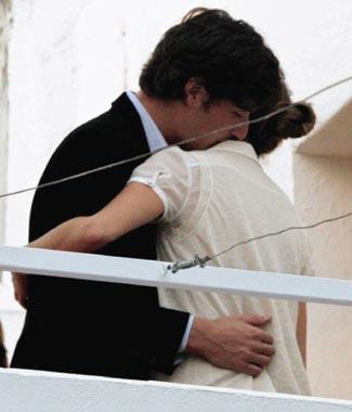 Luis Medina y su novia, Alejandra Rojas, muy cariñosos en Sevilla