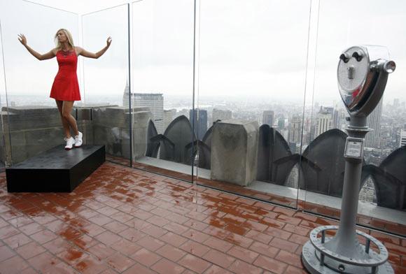 María Sharapova revolucionará las pistas con un nuevo y atrevido vestido rojo
