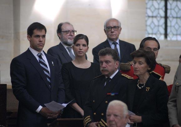 Margarita Vargas acompaña a Luis Alfonso de Borbón, en la misa de los Inválidos de París