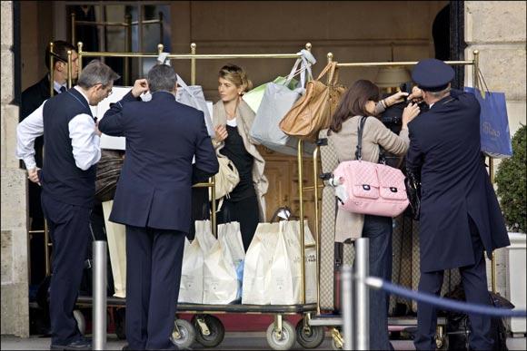 Victoria Beckham arrasa en las tiendas de París